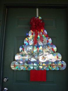 Decoraci n navide a con materiales reciclados vivir en for Puertas decoradas navidad material reciclable